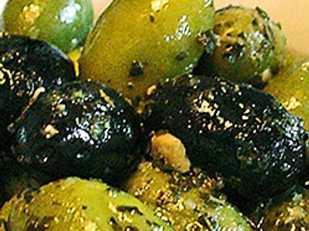 Marinerade oliver med citron och oregano