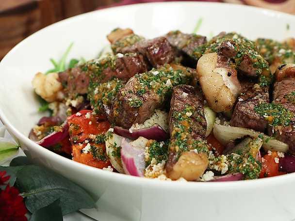 Marockansk biffsallad med grillade grönsaker