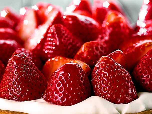 Mascarponetårta med jordgubbar