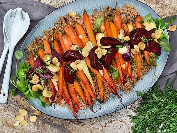 Mathavresallad med rostade morötter, rödbetor och bondbönor