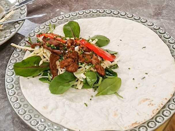 Matig picknick-wrap med viltkebab