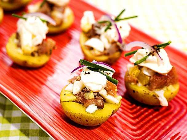 Matjesill på potatis med gräddfil