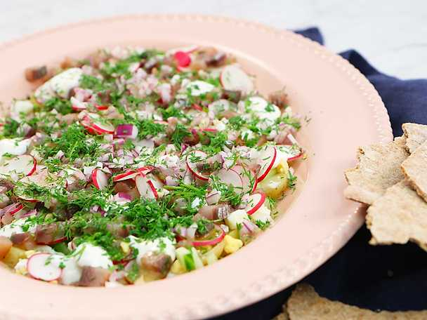 Matjessallad med brynt smör - Lisa Lemkes recept