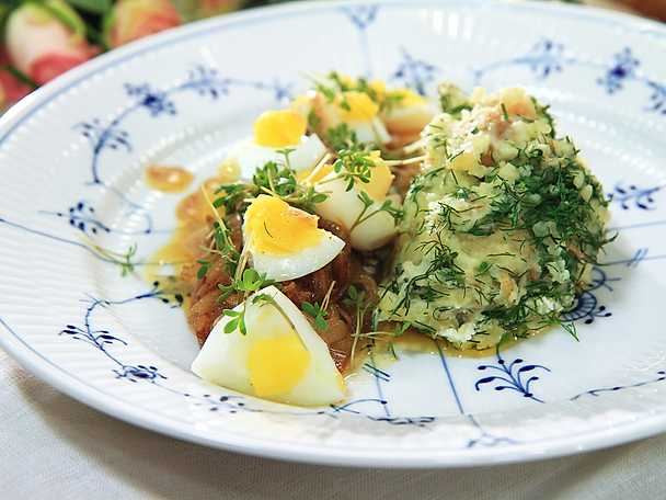 Matjessill med dillpotatis, ägg och brynt smör