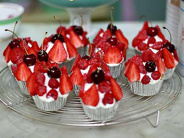 Mazarincupcakes med färska bär