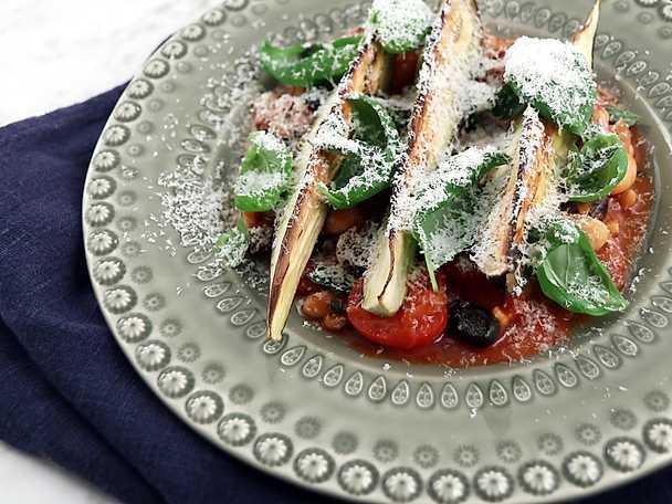 Medelhavsgryta med rostad aubergine och fryst fetaost