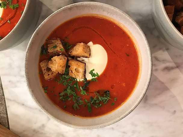 Megasnabb mustig tomatsoppa med grillad paprika
