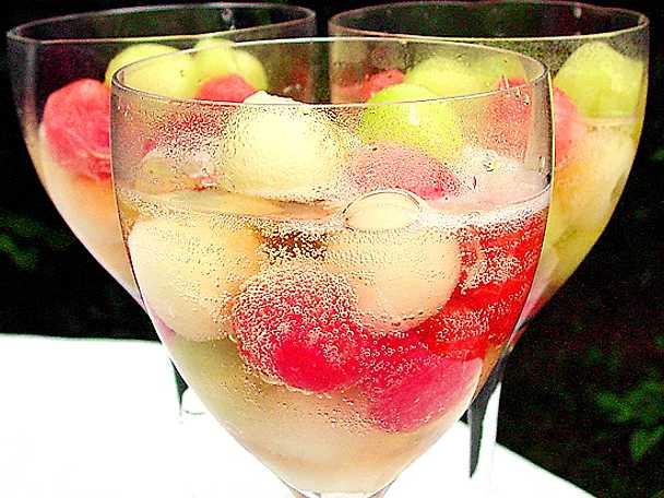 Melonkulor i mousserande vin