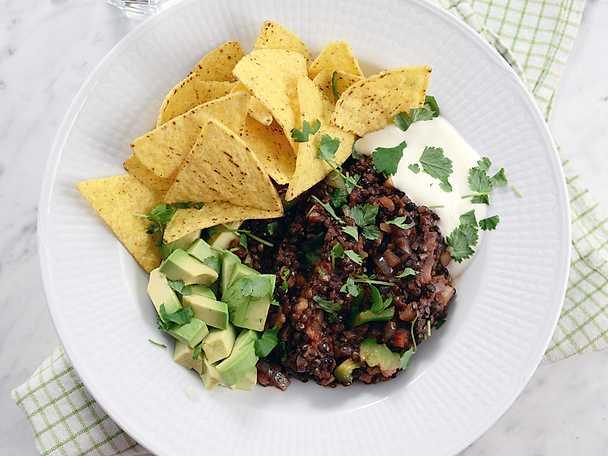 Mexikansk linsgryta med avokado och nachochips