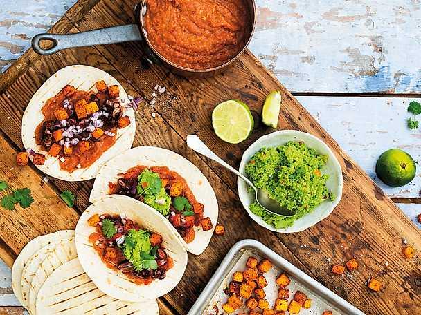 Mexikanska tacos med pumpa, kidneybönor och linssalsa