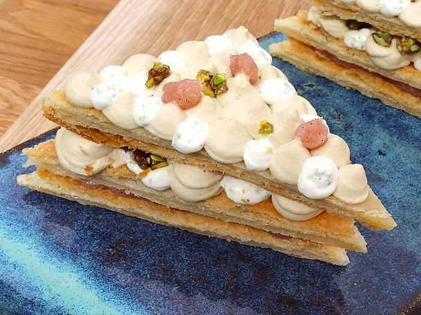 Mille feuille med lakrits, pistage och rabarber