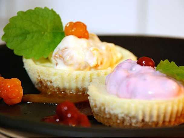 Minicheesecake med lingon- och hjortronkräm