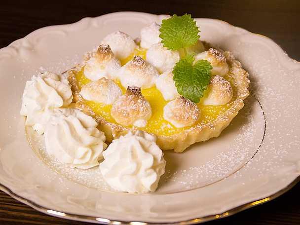 Minipajer med citron och maräng