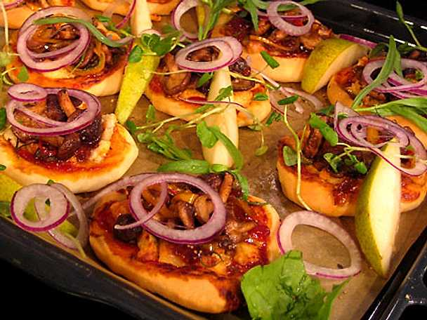 Minipizza toppad med getost