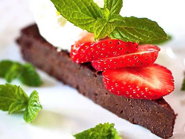 Mintchokladkaka med crème fraicheboll