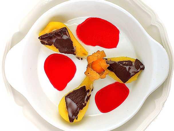 Mintpäron med hallonsås