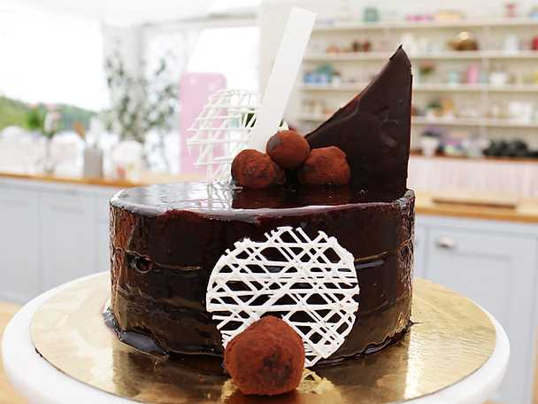Mirror cake med moccamousse och maräng