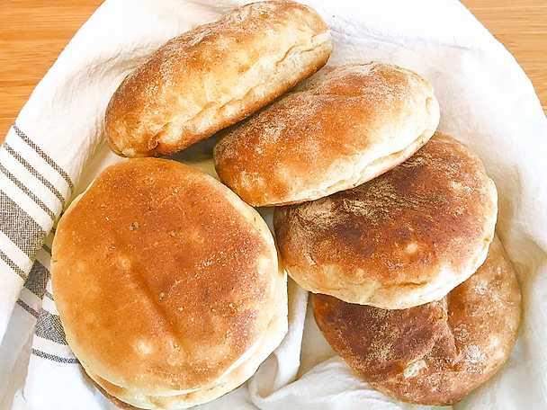 Mjuka hamburgerbröd med färskpotatis