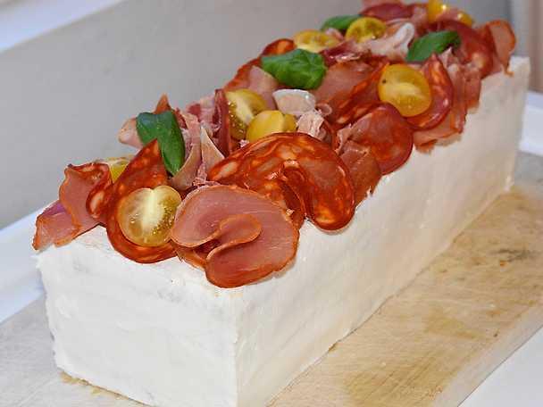 Moas italienska smörgåstårta med pesto och fetaoströra