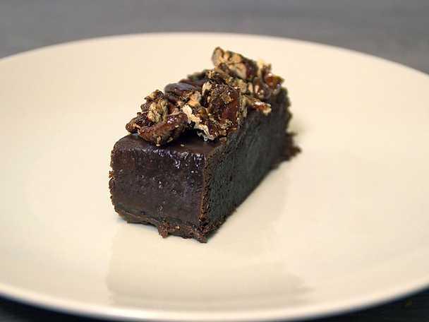 Moist delicious cake, kladdkaka med gräddlikör och pekannötter