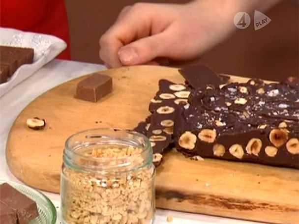 Mörk chokladfudge med apelsin och hasselnötter