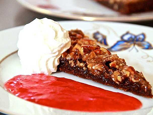 Mörk chokladkaka med nötknäck