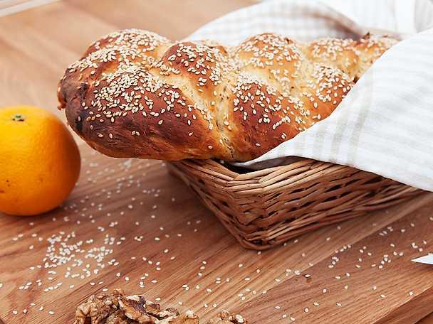 Morotsbröd med apelsin, valnötter och söt glasering