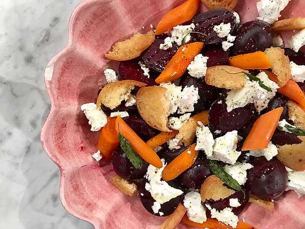 Morötter, rödbetor och chèvre med salviakrutonger