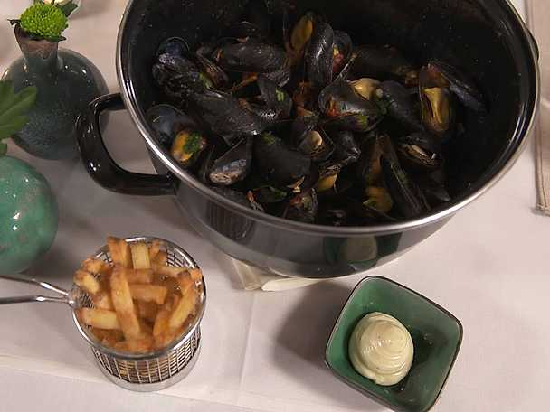 Moules frites med tomat och curry