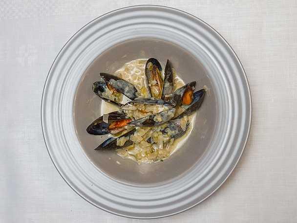 Moules -musselsoppa på syrlig öl