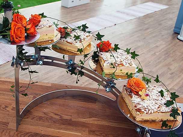Moussetårta med nektarin, passion och vanilj