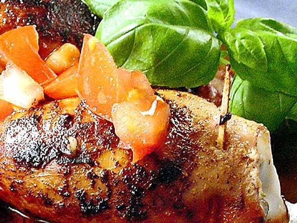 Mozzarellafylld bläckfisk med tomat och basilika