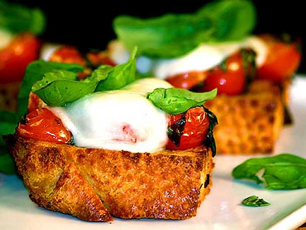 Mozzarellagratinerad bruschetta