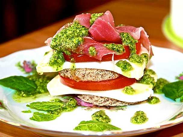 Mozzarellakanapéer med pestosås