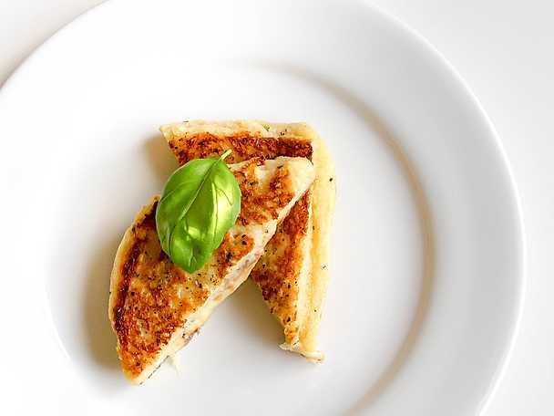 Mozzarellatoast med skinka och sardeller