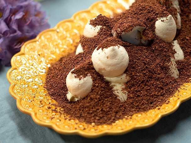 Mullvadsbo - katrinplommon med vaniljglass och maränger