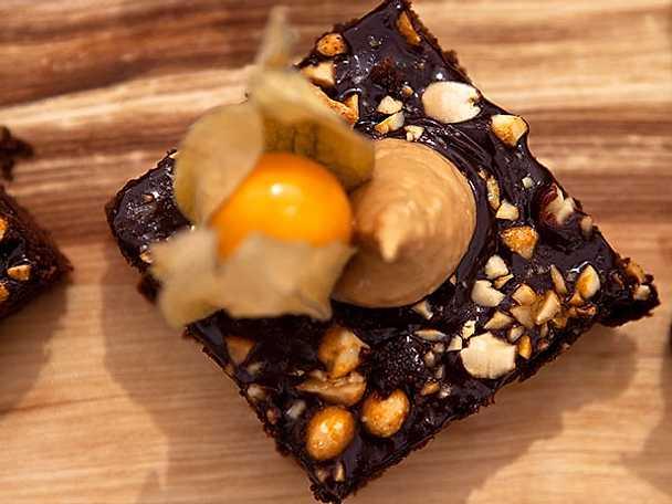 Mustig choklad- och jordnötsruta