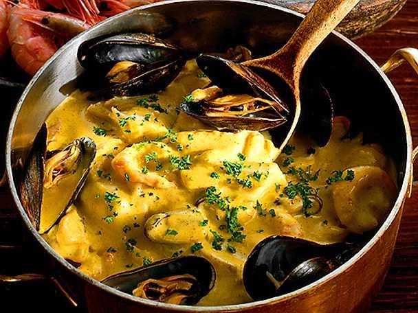 Mustig fiskgryta med musslor och räkor