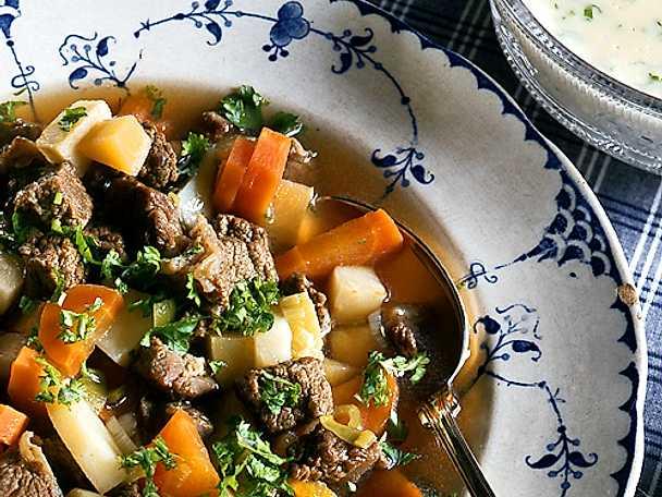 Mustig köttsoppa med klimp