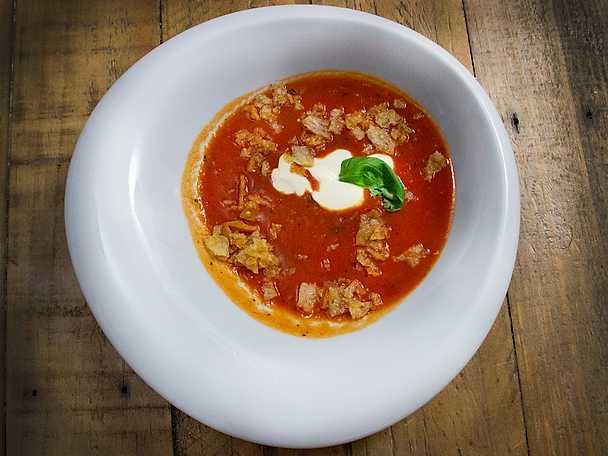 Mustig tomatsoppa med smak av basilika