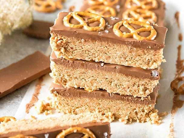 No-bake jordnötskakor med choklad och salta kringlor_01