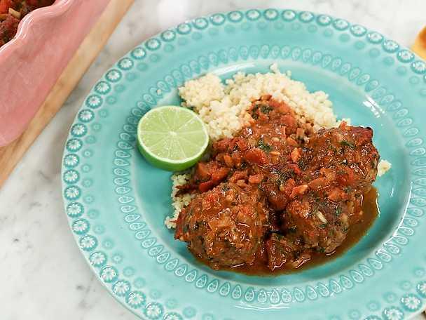 Nordafrikanska köttbullar i tomatsås med bulgur