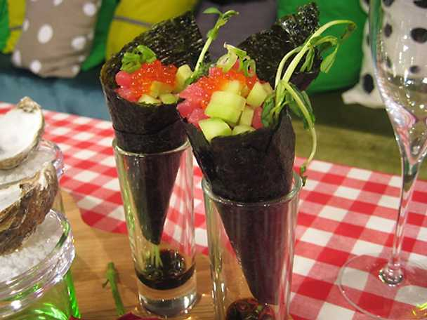 Noristrutar med tonfisktartar och rimmad gurka