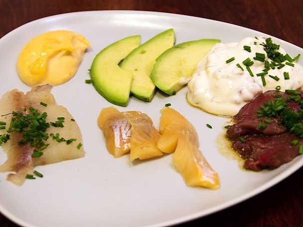 Norrländsk sashimi med ponzusås, hjortronkräm och Max rödtjut