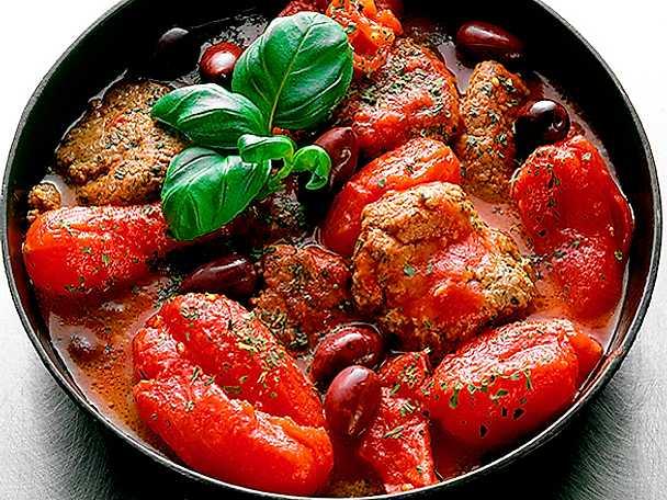 Nötfärsbiffar med hela tomater och oliver