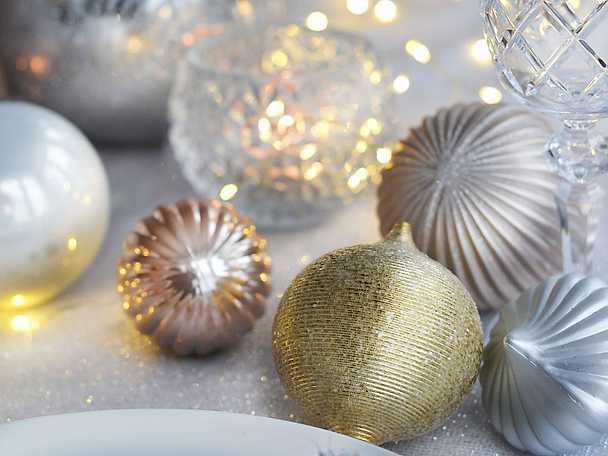 Nyårsdukning tips julkulor