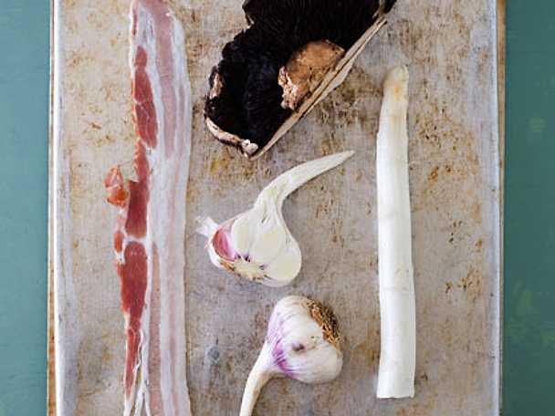 Ölbräserad portabella med färsk vitlök, sparris och bacon