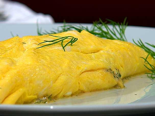 Omelett med räkstuvning