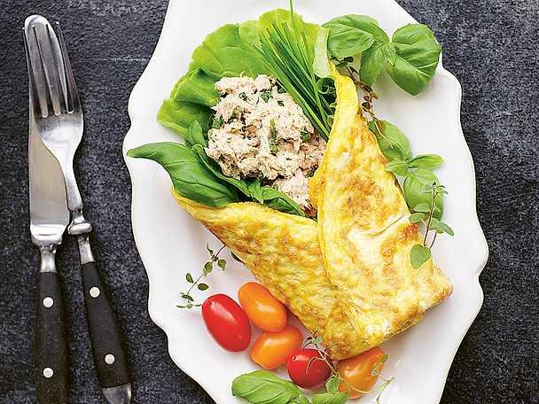 Omelettwrap med örtig tonfiskröra