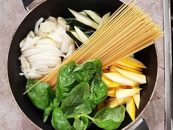 One pot pasta med zucchini